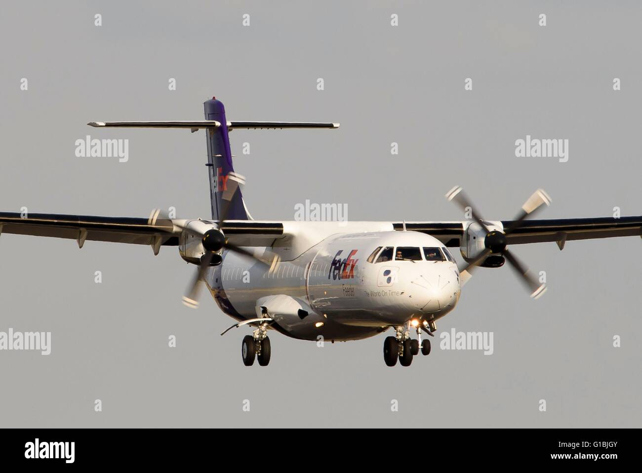 France, Val d'Oise, Roissy en France, Charles-de-Gaulle airport, Turboprop powered FedEx ATR aircraft approaches - Stock Image