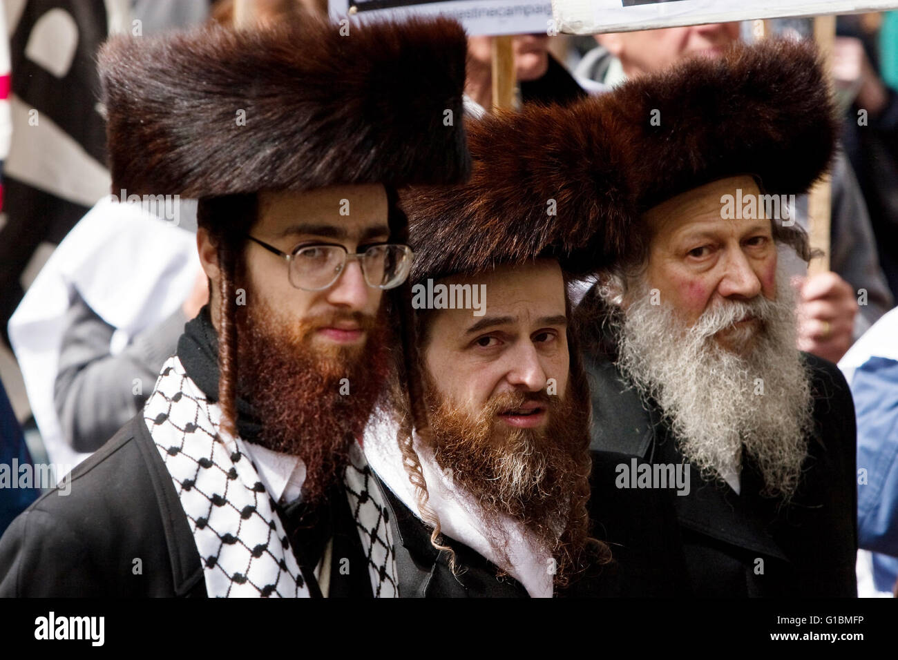Orthodox Jews join Palestinian protesters at the Remember Gaza demonstration in London - Stock Image