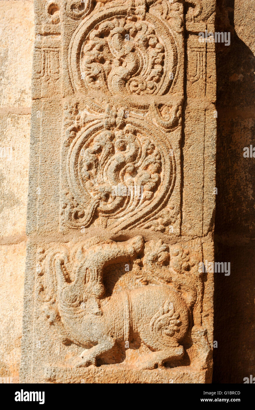 Ancient basrelief of hindu deities in Achyutaraya Temple, Hampi, India - Stock Image