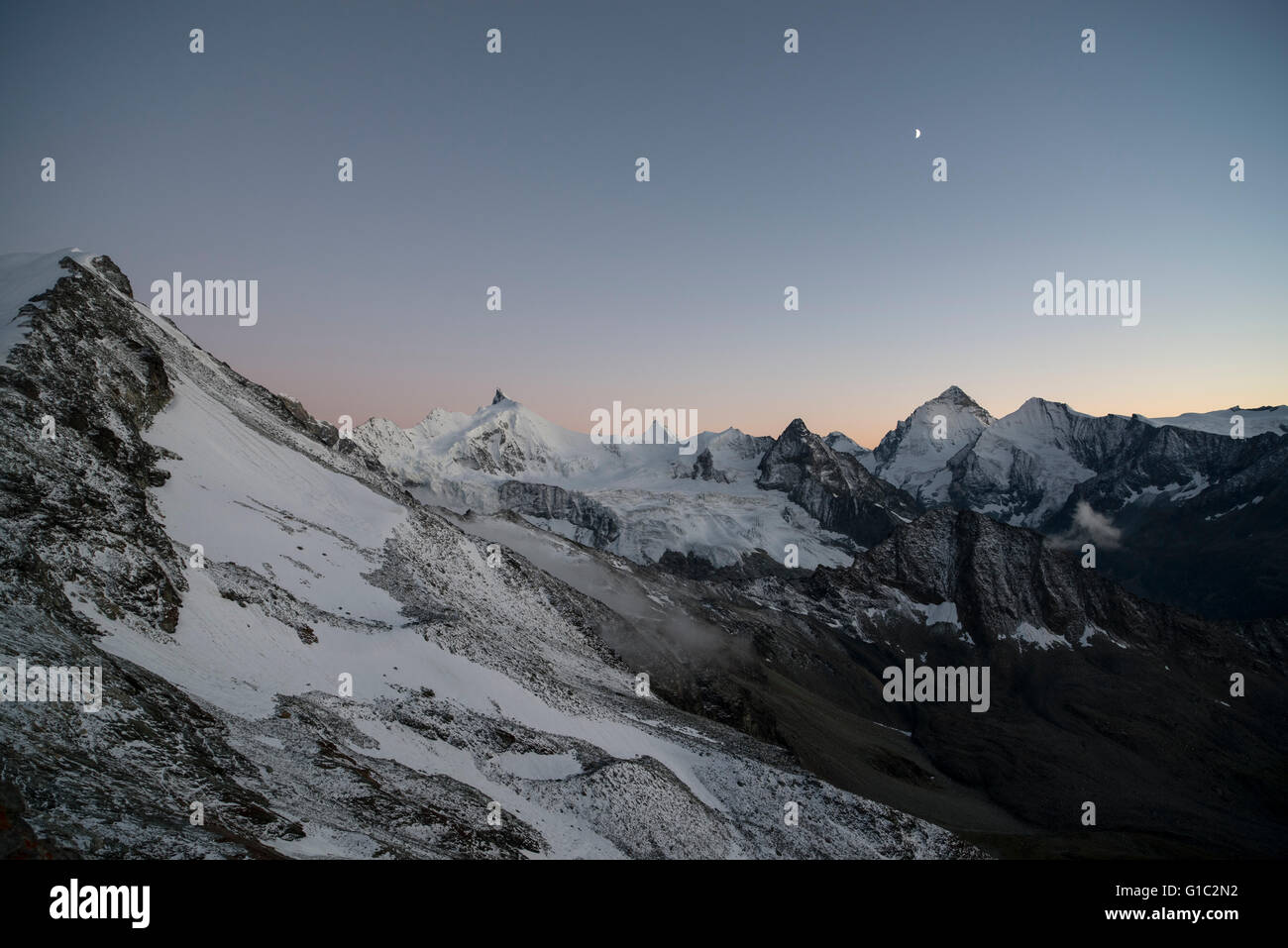 Zinalrothorn und Mominggletscher bei Sonnenuntergang. Zinalrothorn and Moming Glacier in the dawn seen from the Stock Photo