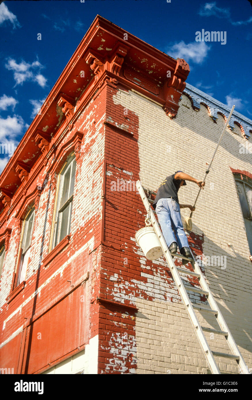 Painting historic brick building in Pittsfield, Illinois.POV  © Myrleen Pearson - Stock Image