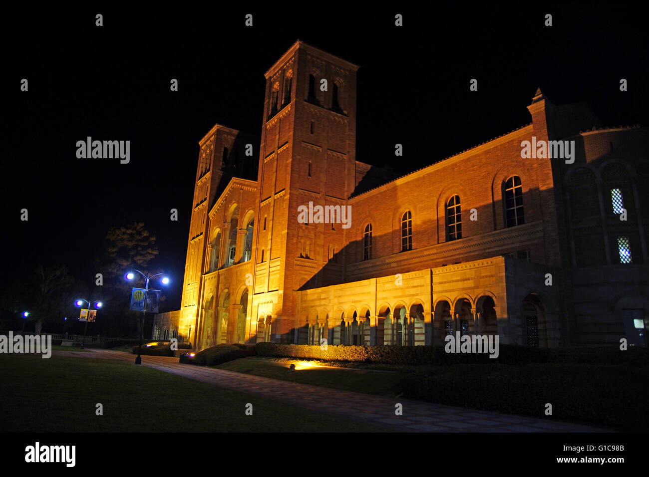 Building with large towers and walkway at night at UCLA campus with up-lighting - Stock Image