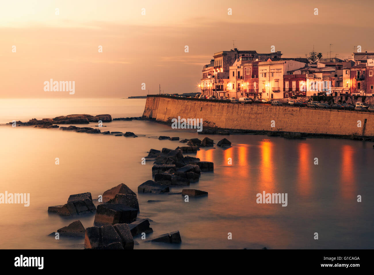 Waterfront of Ortygia at dawn, Syracuse, Italy. - Stock Image