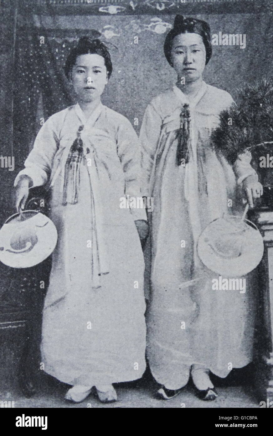 Photographic portrait of Korean ladies attached to the court. Dated 1890 - Stock Image