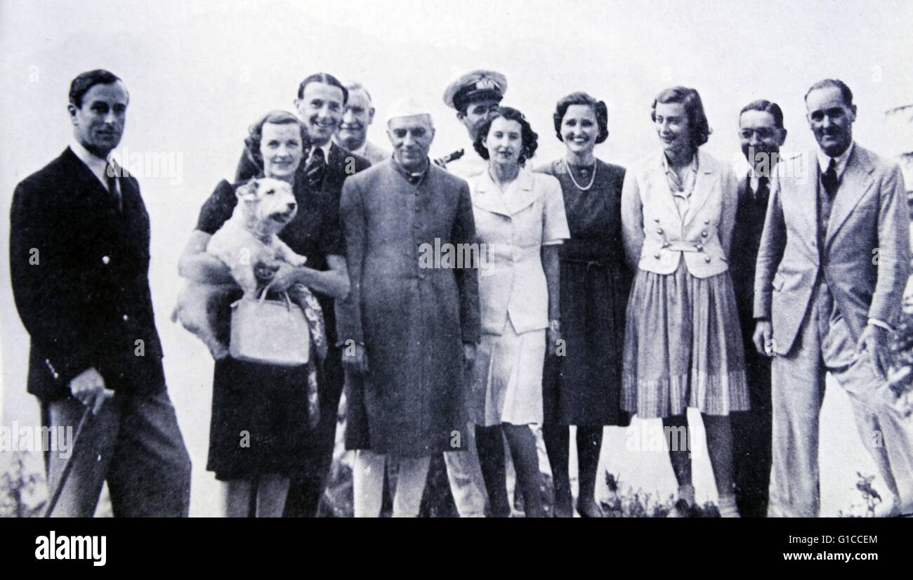 Pandit Nehru Prime minister of India with Viceroy Lord Mountbatten, Lady Mountbatten and family members 1948 - Stock Image