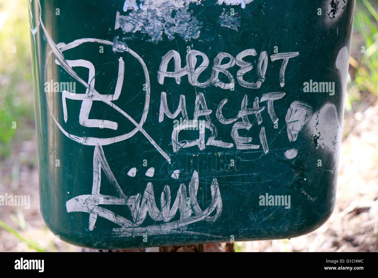 'Arbeit macht frei'-Nazi Spruch mit Hakenkreuz in Athen - Impressionen, Wirtschaftskrise Griechenland, 5. - Stock Image