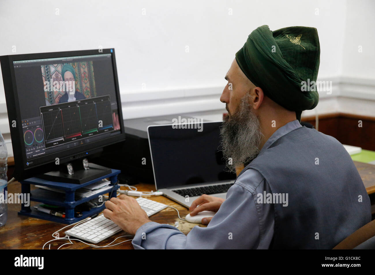 Naqshbandi sufi muslim editing footage in the Lefke dergah, Cyprus. - Stock Image