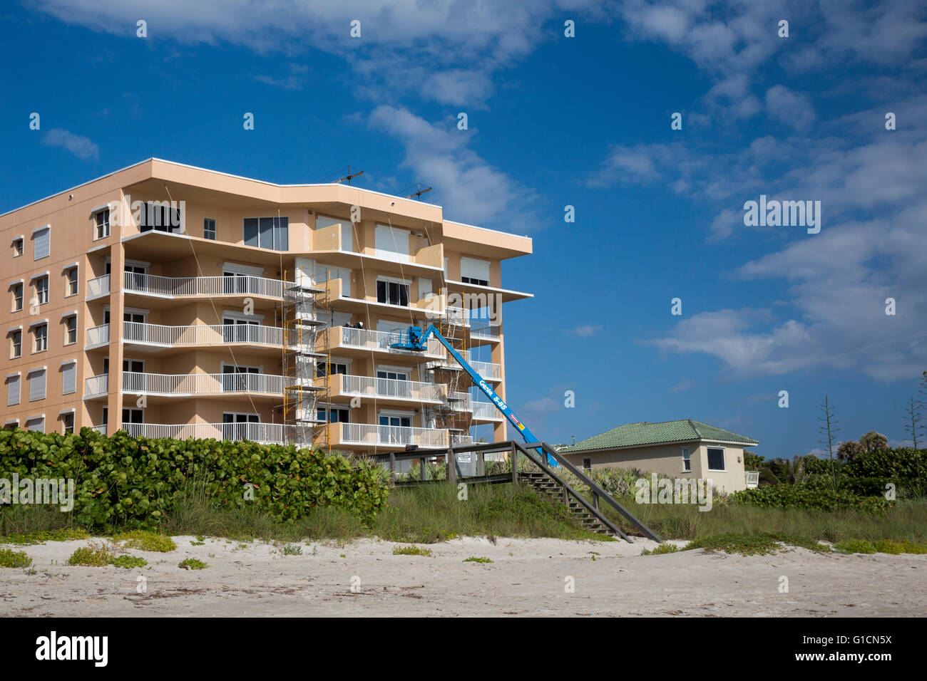 Indialantic, Florida - A condominium building under construction on a Florida barrier island. - Stock Image