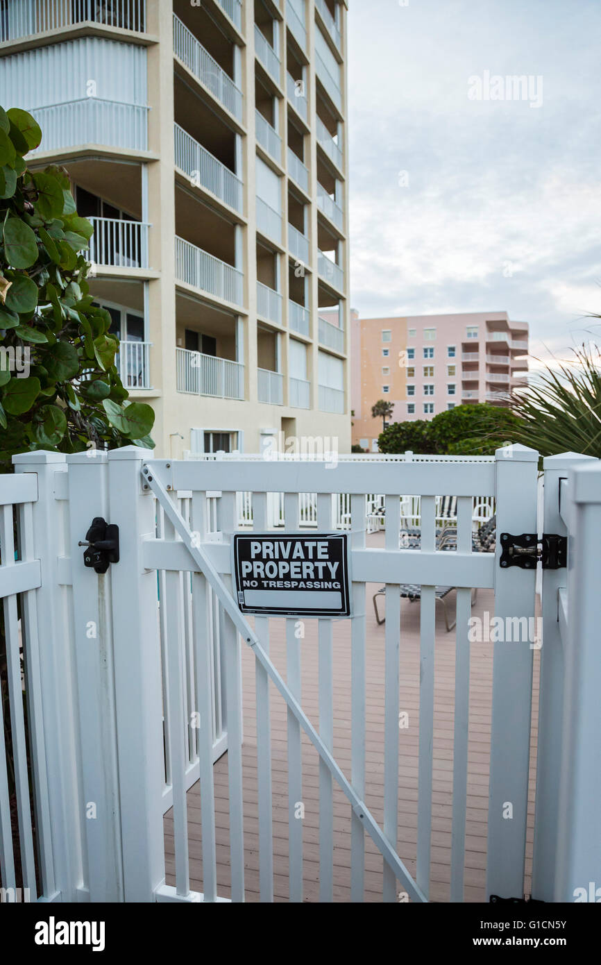 Indialantic, Florida - A private property sign on a condominium building on a Florida barrier island. - Stock Image