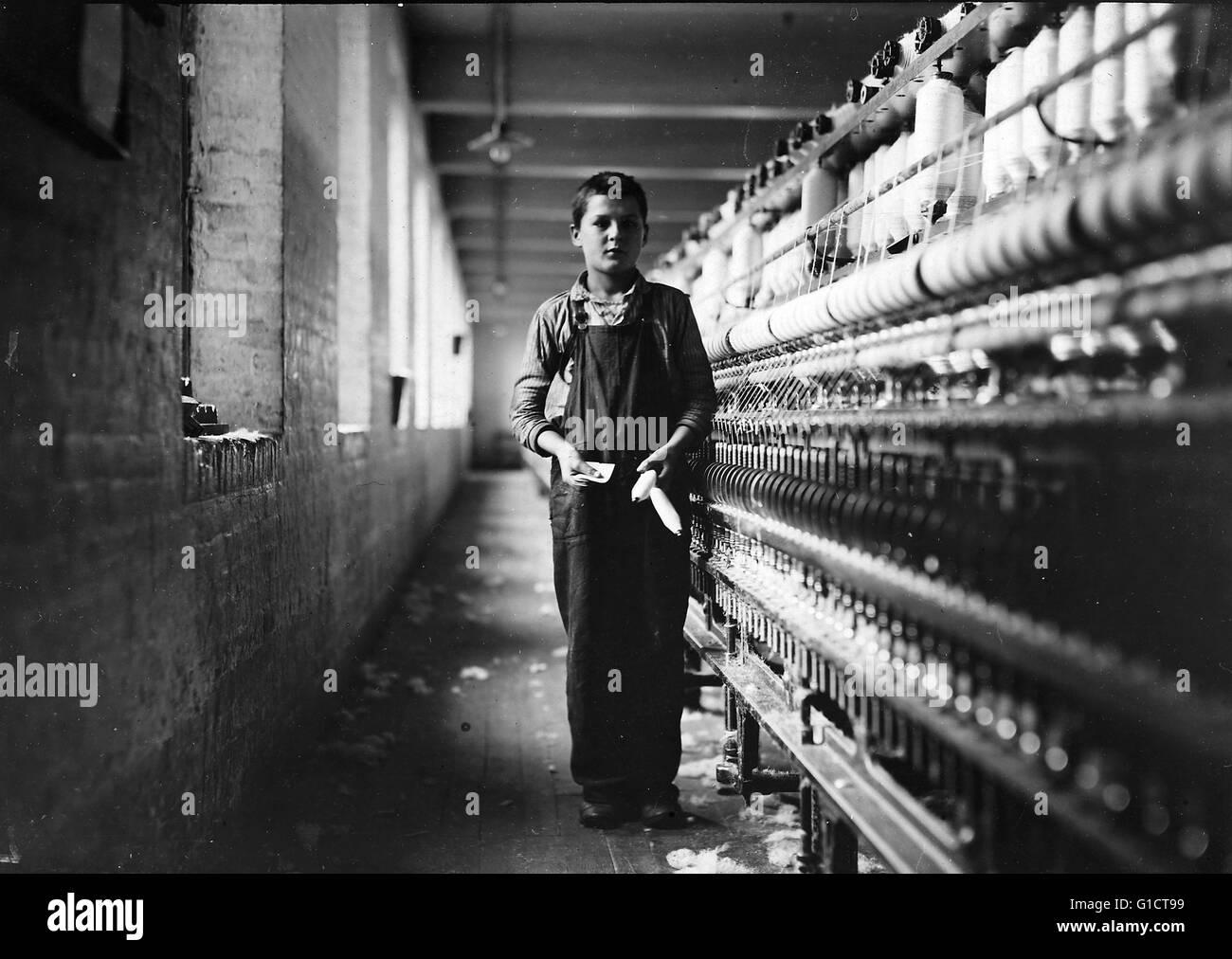Tony Soccha; a textile mill worker (Bobbin boy) aged 11 Chicopee; Massachusetts; Usa 1910 - Stock Image