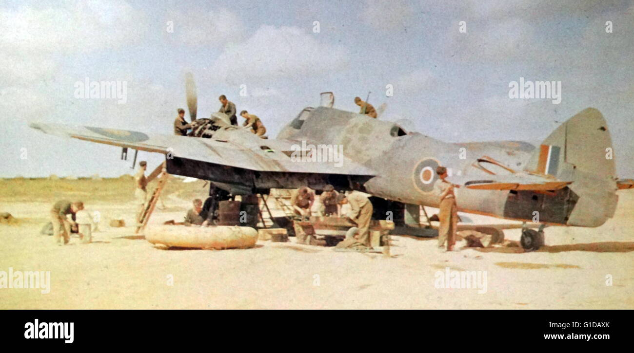 Maintenance on an RAF Bristol Beaufighter in the summer of 1942. - Stock Image