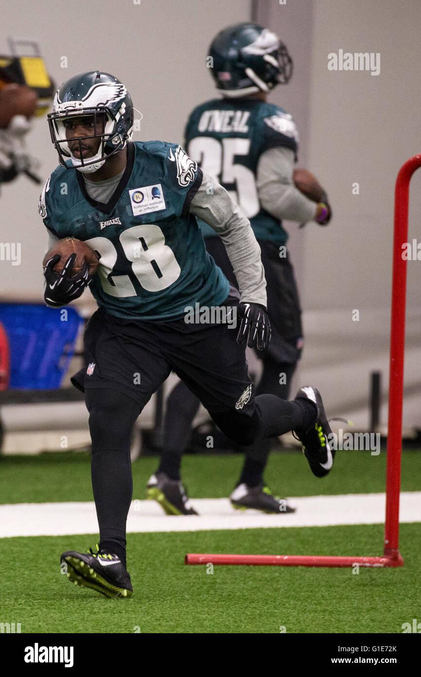 Philadelphia, Pennsylvania, USA. 13th May, 2016. Philadelphia Eagles running back Wendell Smallwood (28) runs drills - Stock Image