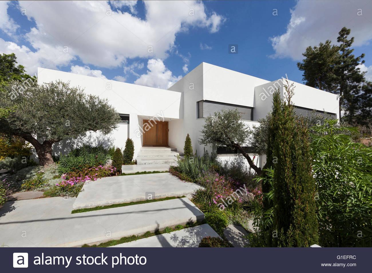 Modern Home Exterior Stock Photos & Modern Home Exterior Stock ...
