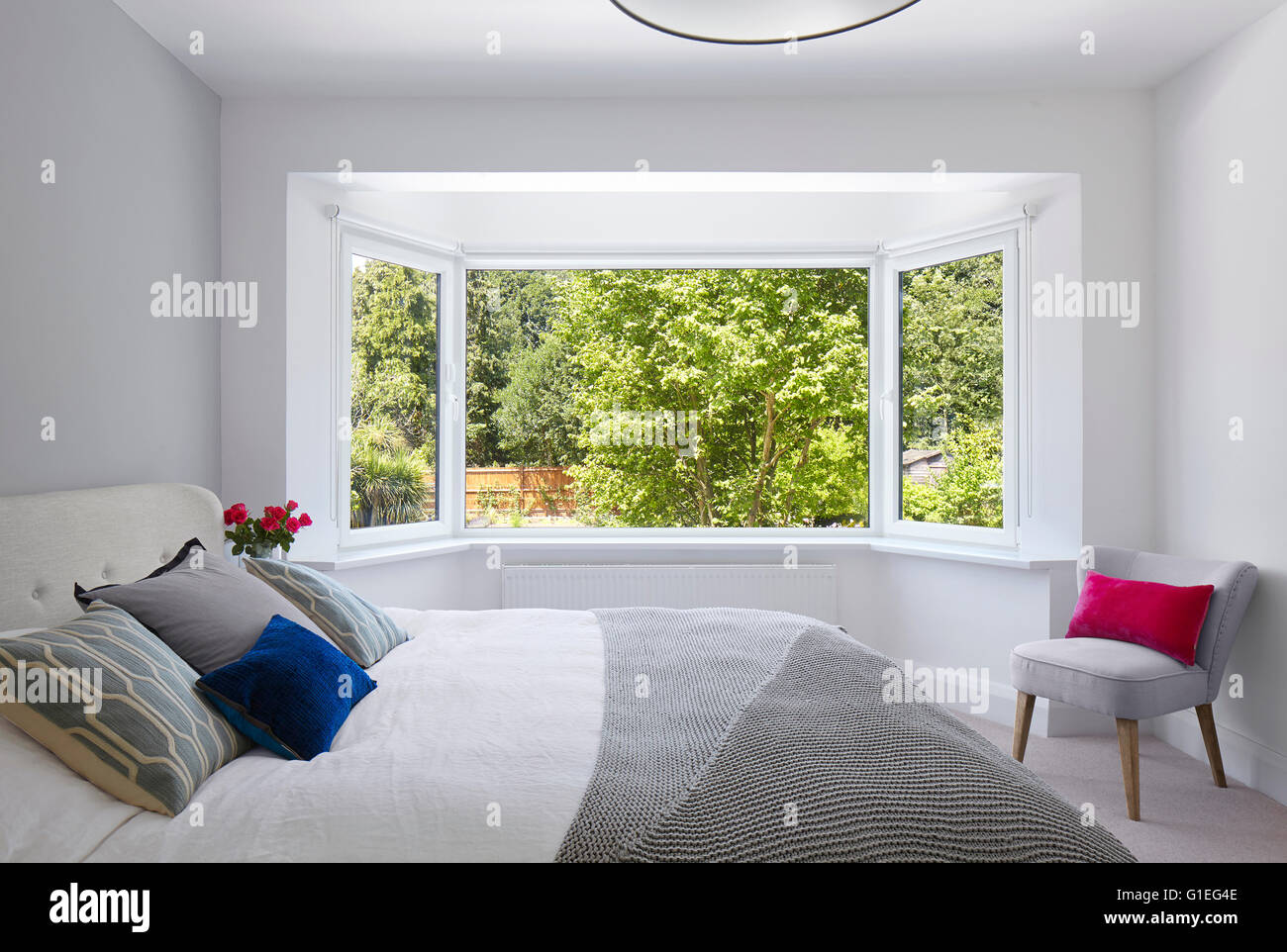 Single storey extension, Mincheon Road, London. Modern bedroom with contemporary furniture and bay windows. - Stock Image