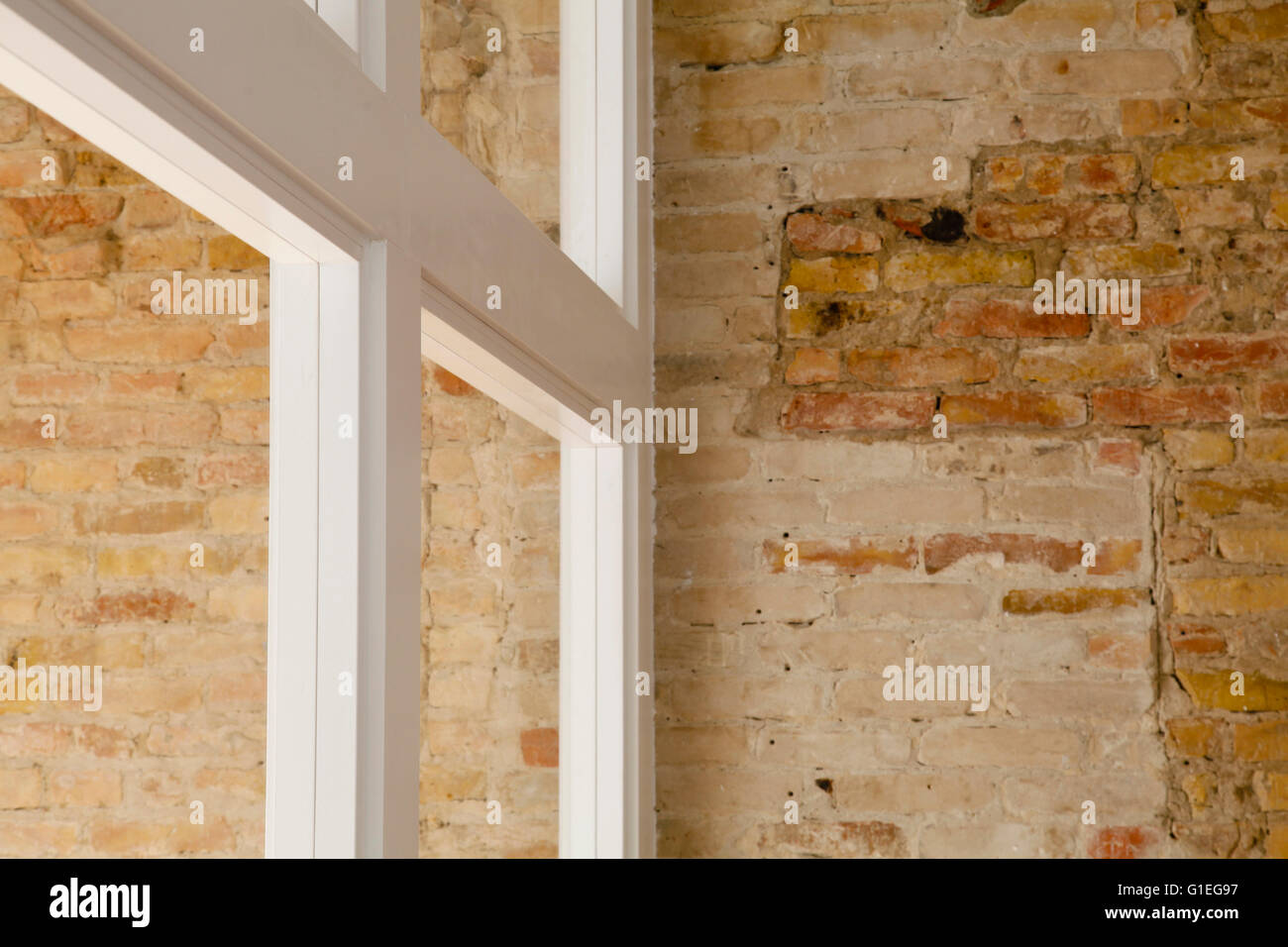 Buro, 53 Reichenberger Strasse. Partial view of an exposed brick wall within the building. - Stock Image