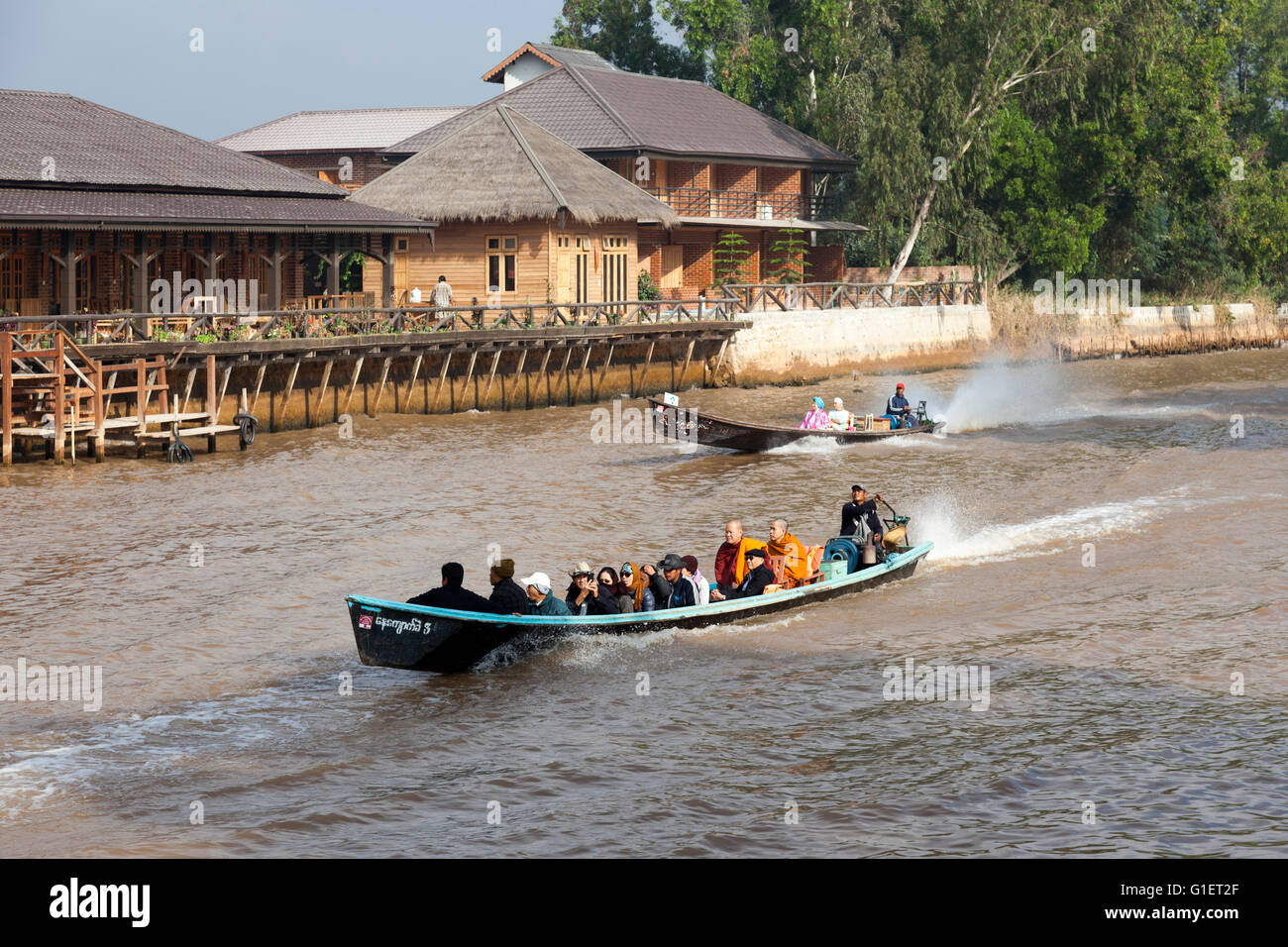 For tourists and locals the access to the Inle Lake from Nyaungshwe with motorized pirogues (Myanmar). Pirogues - Stock Image