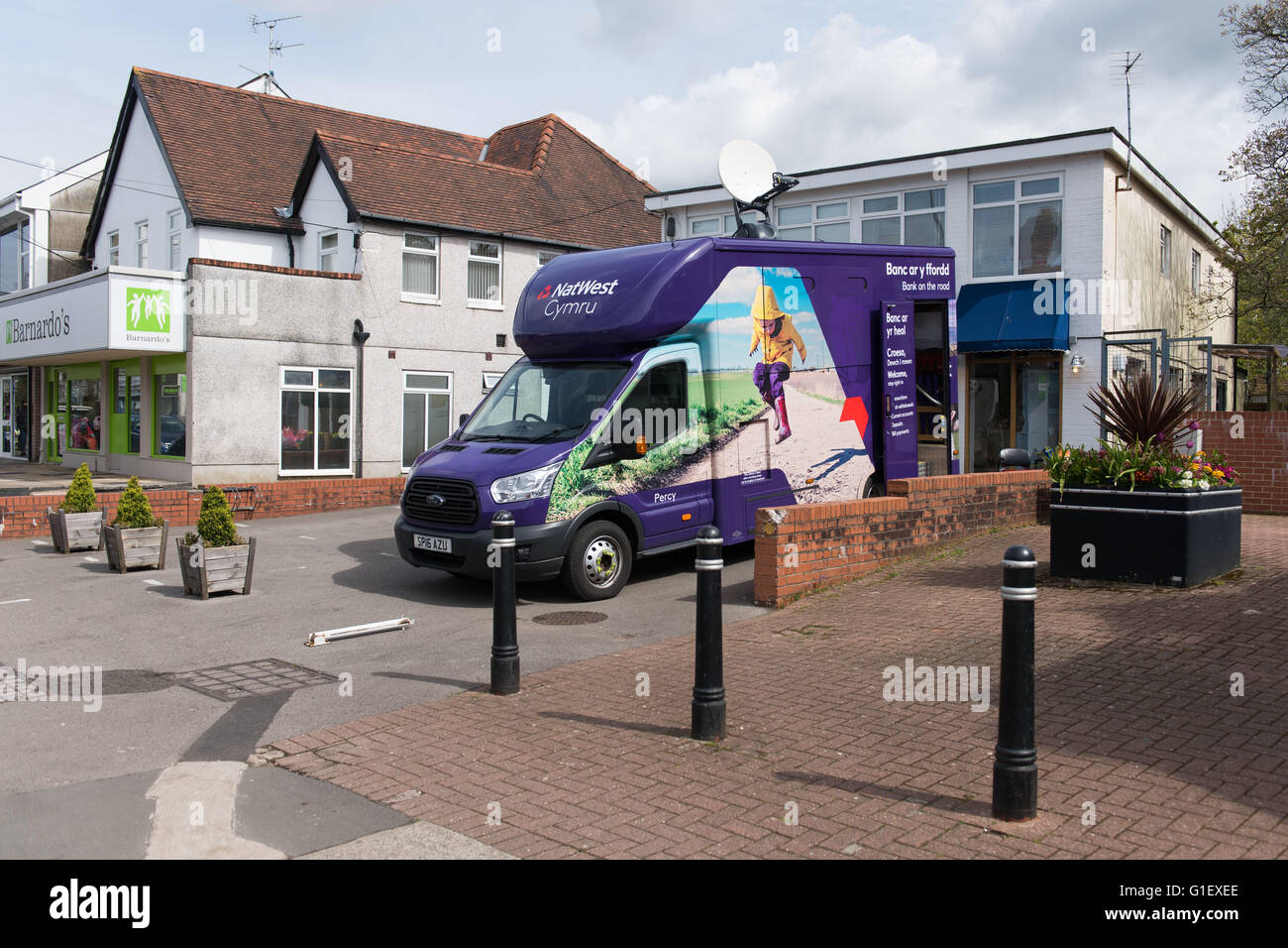 Natwest mobile bank branch van in Rhiwbina, Cardiff, south Wales. - Stock Image