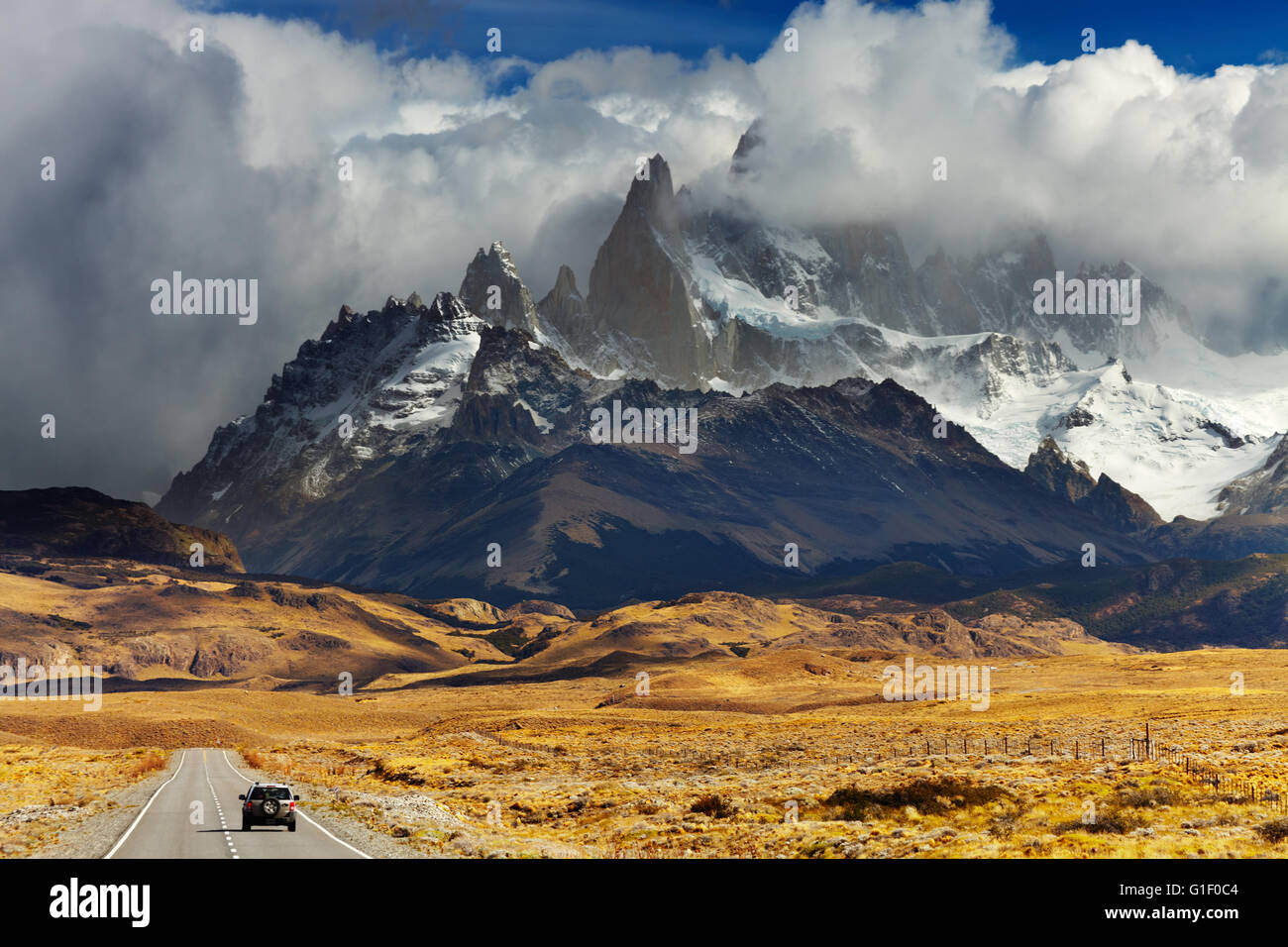 Mount Fitz Roy in the clouds, road to Los Glaciares National Park, Patagonia, Argentina - Stock Image