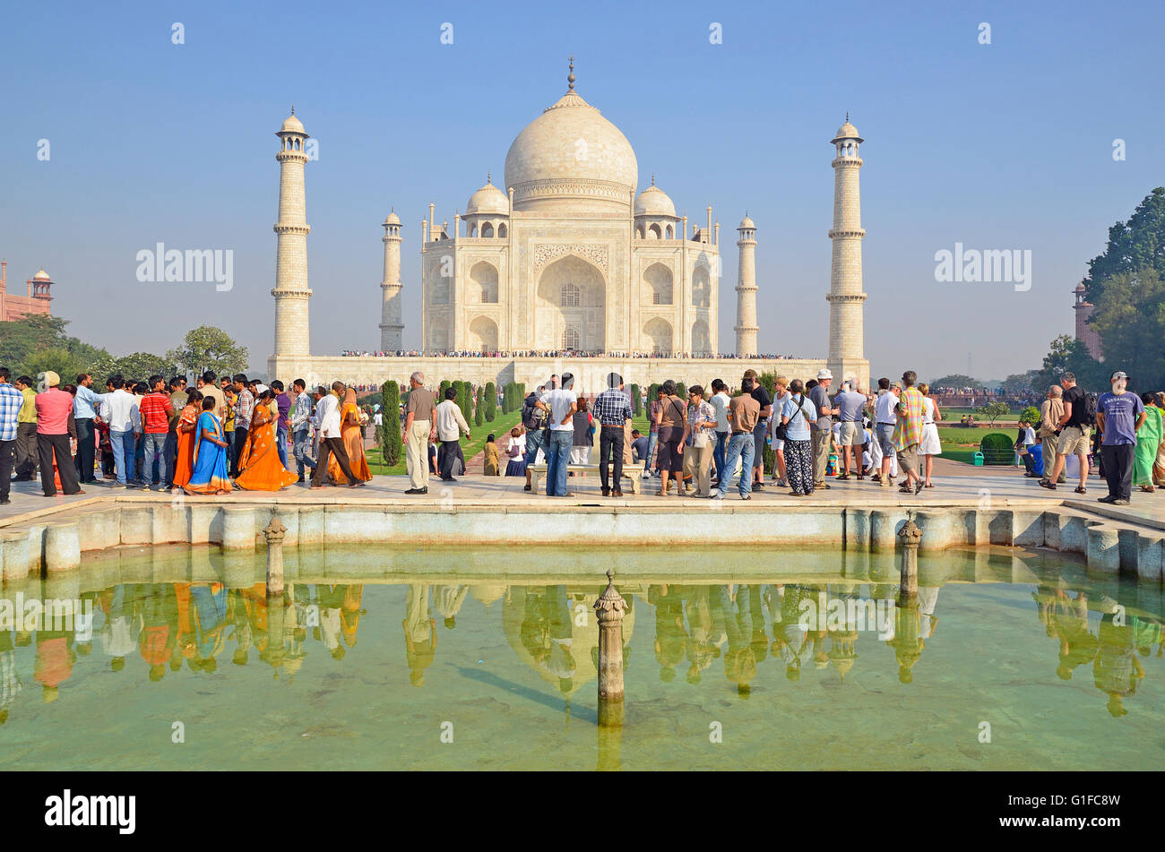1c6062874905 Tourists In Front Taj Mahal Stock Photos   Tourists In Front Taj ...