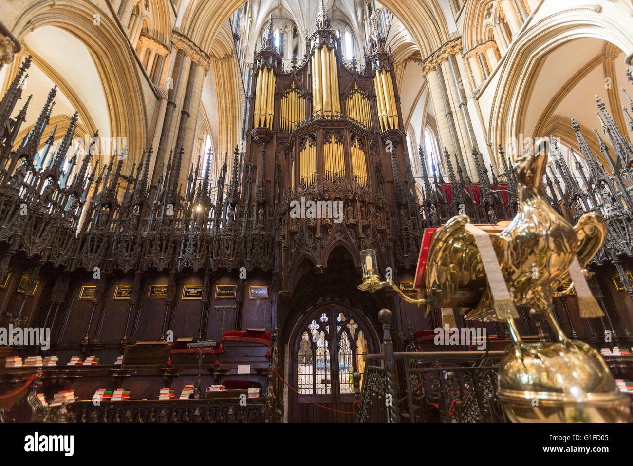 Organ and the eagle Lectern in Lincoln Cathedral  Stalls St Hugh's Choir, Lincoln, Lincolnshire, England, UK - Stock Image