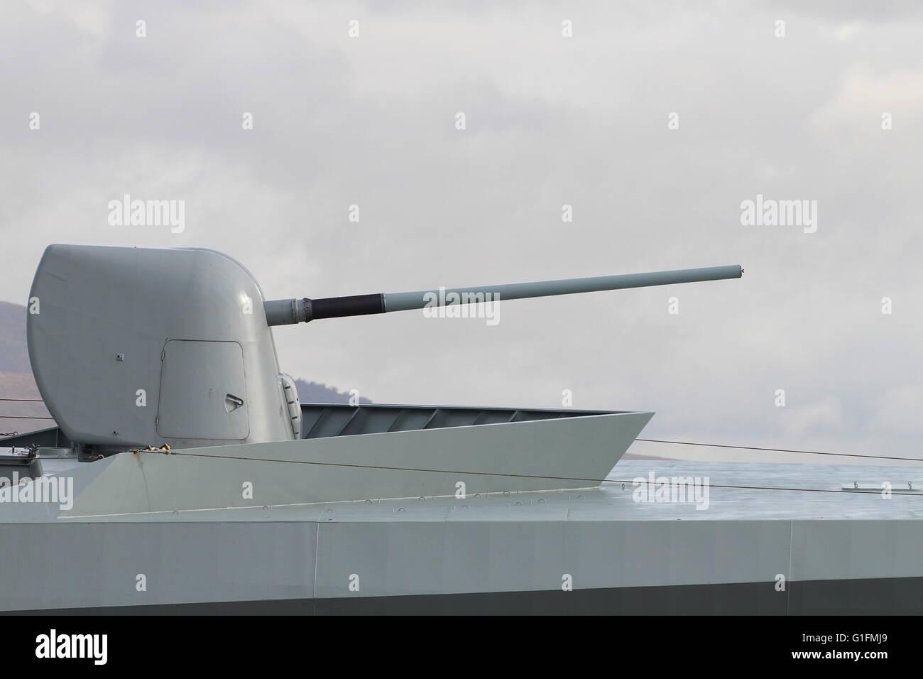 A 5'/54 calibre Mk.45 lightweight naval gun on KDM Esbern Snare (L17), an Absalon-class support vessel of the - Stock Image