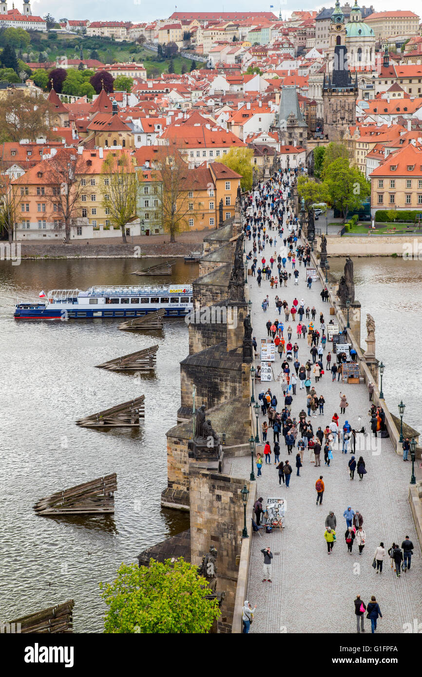 The Charles Bridge crossing the Vltava river in Prague, Czech Republic - Stock Image