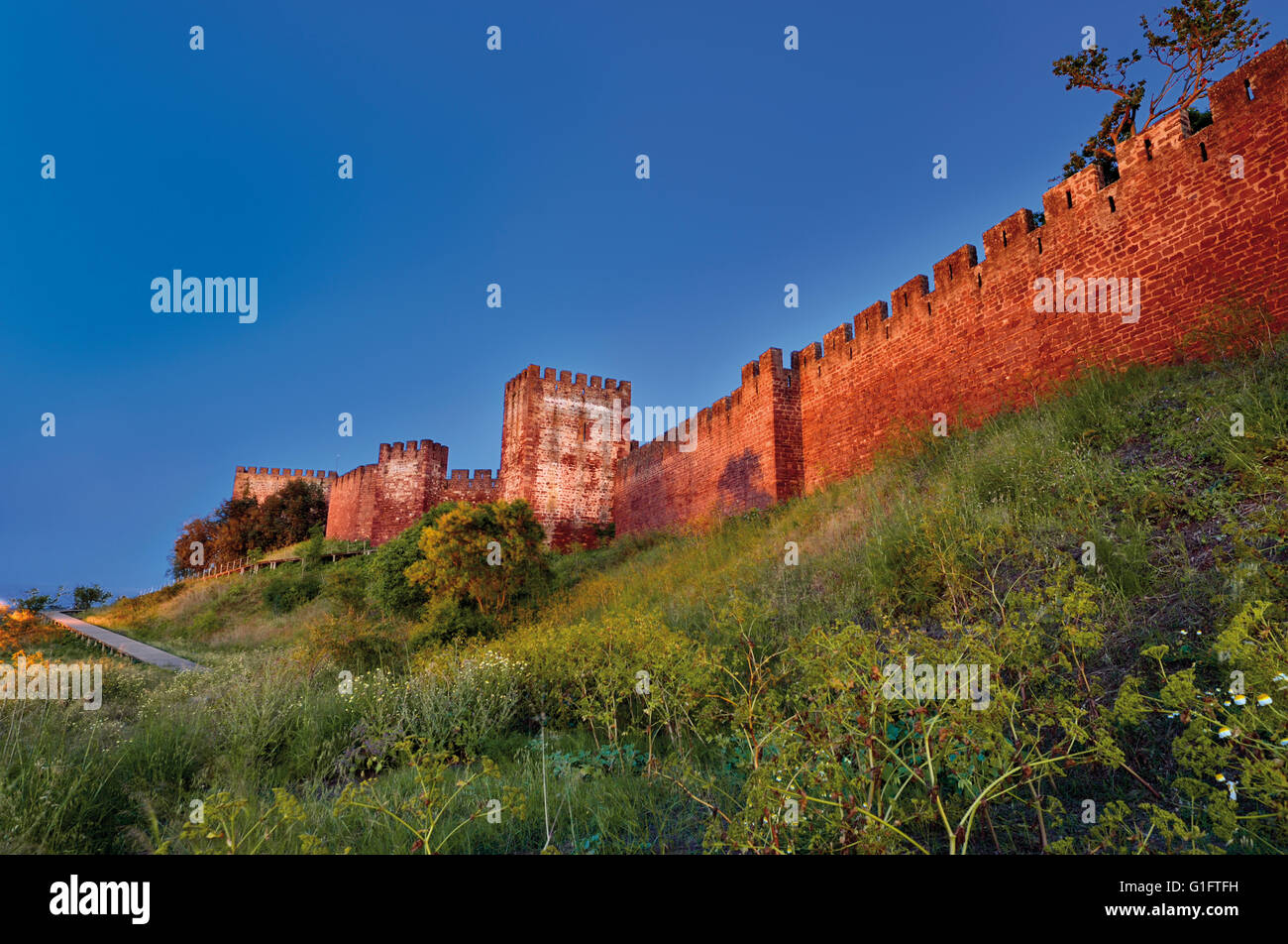 Portugal, Algarve: View to Moorish castle of Silves - Stock Image
