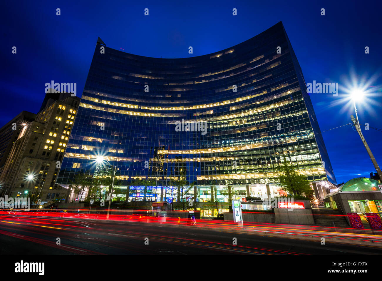 Modern building along University Avenue at night, in Toronto, Ontario. - Stock Image