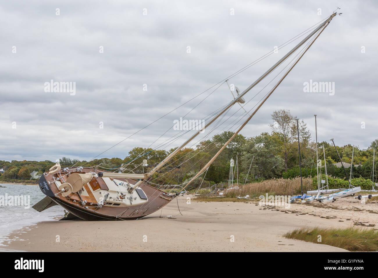Beached sailboat on Haven's Beach, Sag Harbor, NY - Stock Image