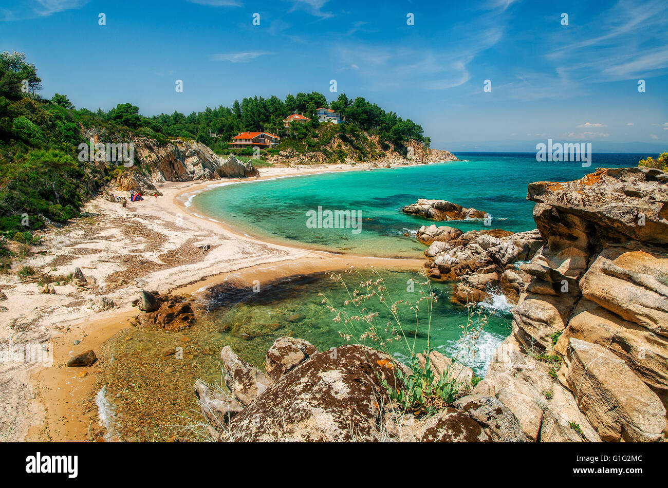 Wild beautiful beach with turquoise water in Vourvourou, Sithonia, Greece - Stock Image