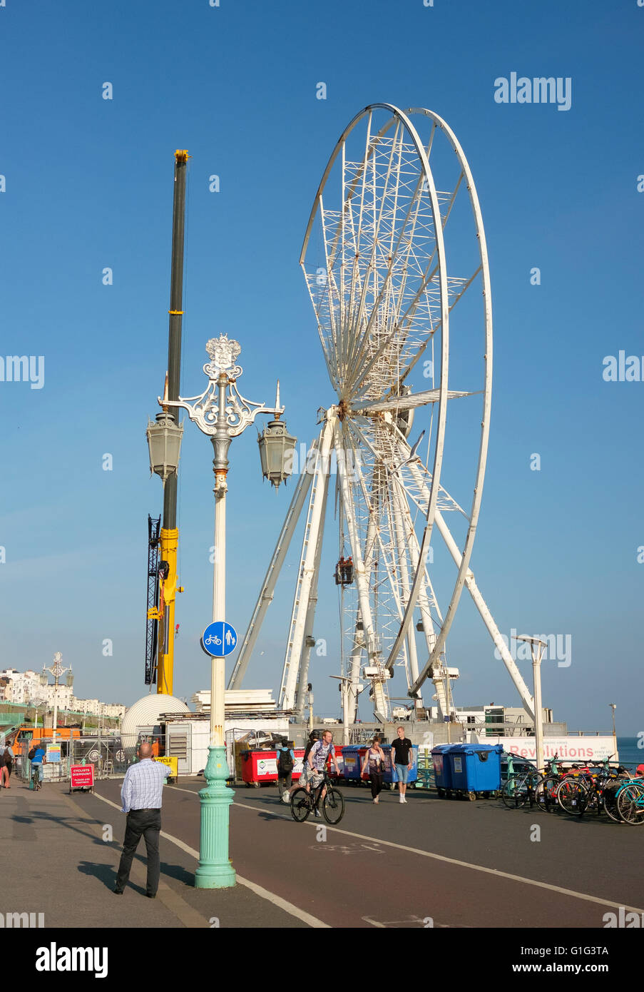 13th May 2016, Brighton seafront, UK: The Brighton Wheel is being dismantled. - Stock Image