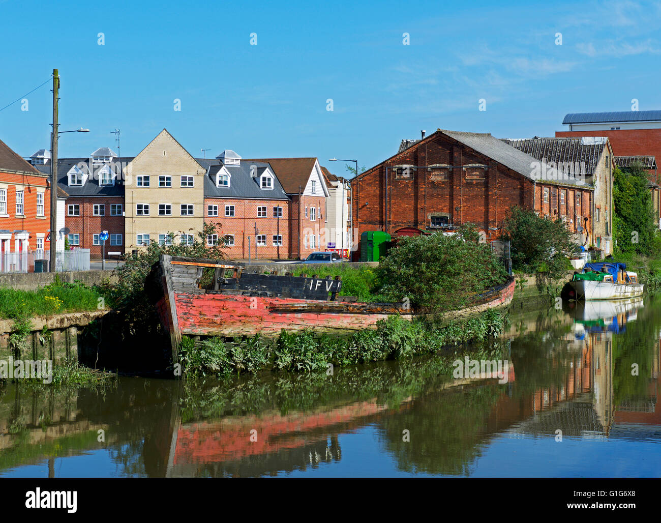 Old boat moored at Hythe Quay, on River Colne, Colchester, Essex - Stock Image