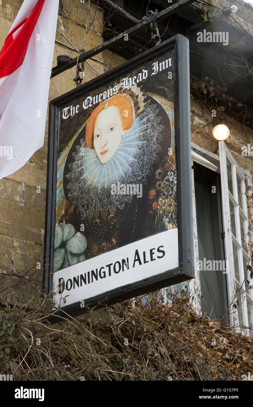 The Queen's Head Inn and Pub Sign; Stow on the Wold; England; UK - Stock Image