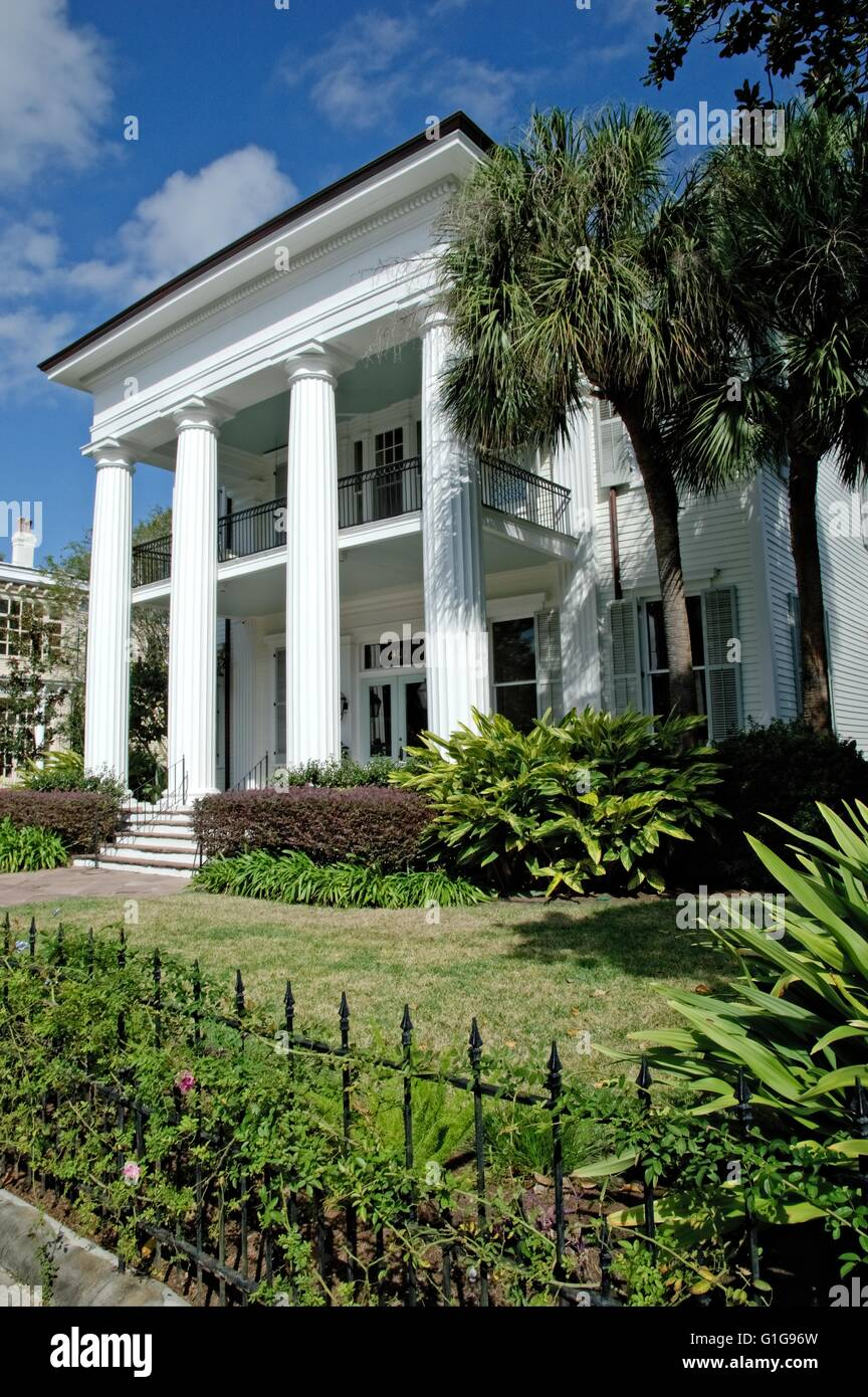 Vintage Historic Homes In The Garden District Of New Orleans Louisiana