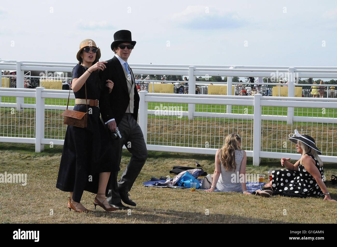 Romantic couple at 2015, Royal Ascot race meeting. - Stock Image
