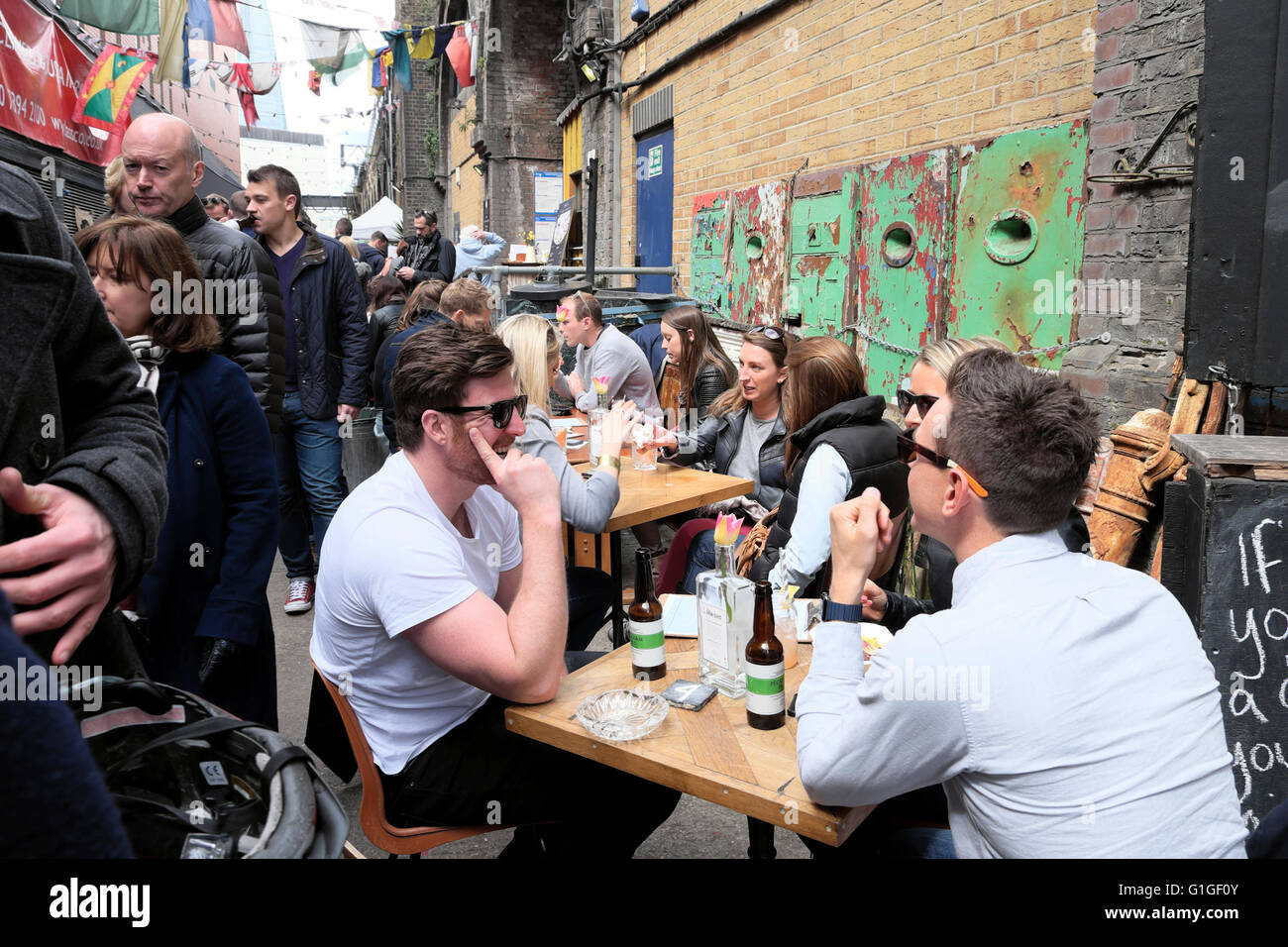 People drinking CRAFT BEER at ROPEWALK street food market under the railway arches Maltby Street in Bermondsey London - Stock Image