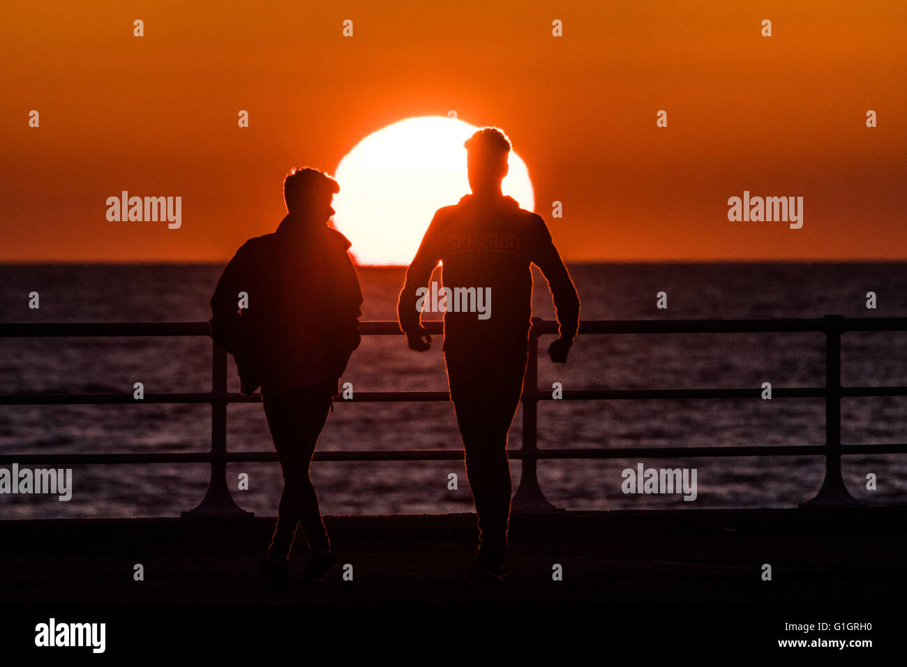 Aberystwyth , Wales UK, Saturday  14 May 2016   UK weather: A spectacular sunset at the end of day of clear skies Stock Photo