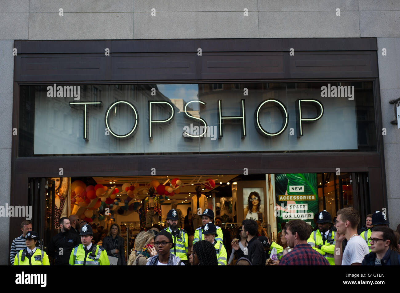 London, England, UK. 14th, May, 2016. Activists gather outside Topshop on Oxford Street toprotest against cleaners - Stock Image
