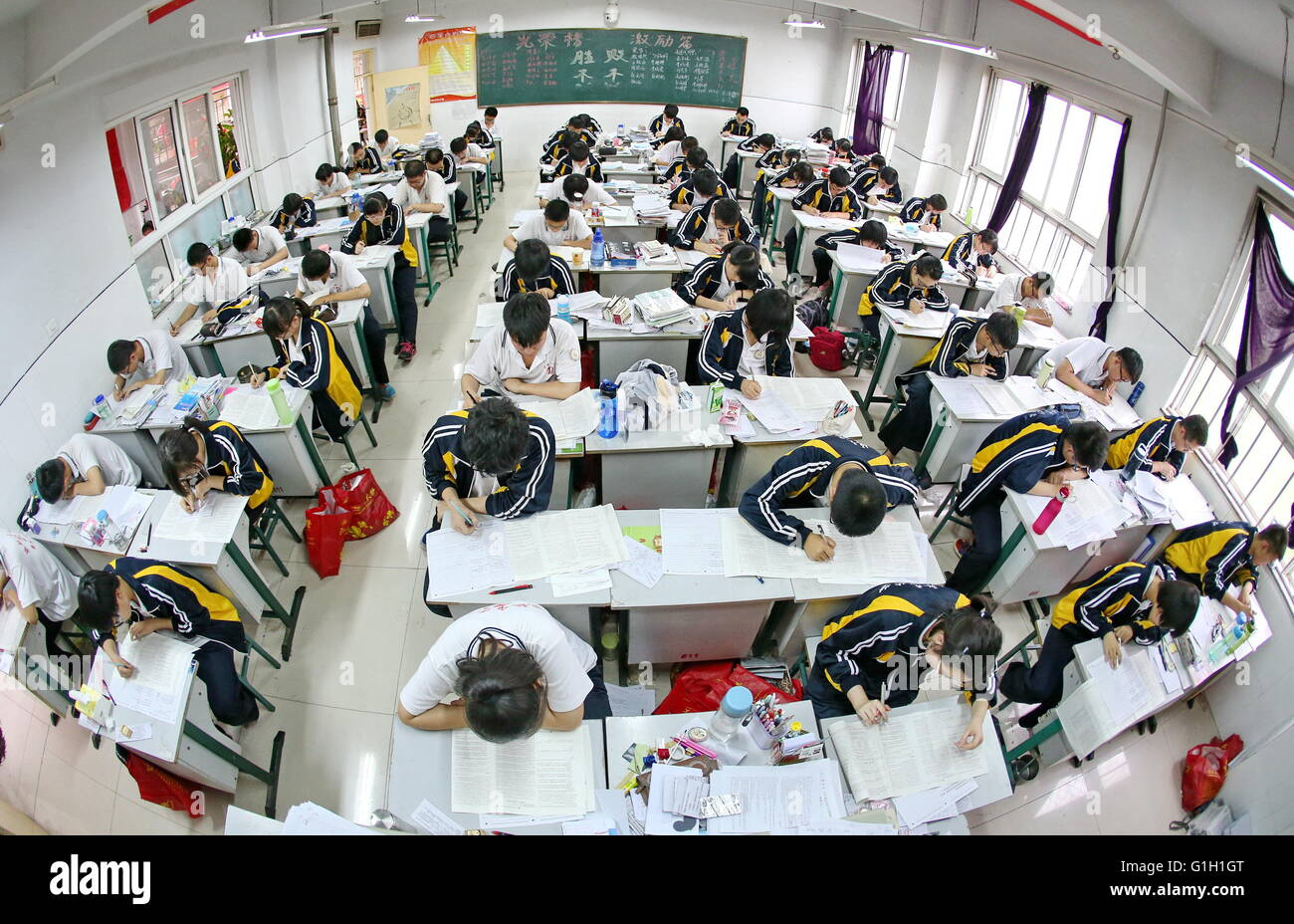 (160515) -- HENGSHUI, May 15, 2016 (Xinhua) -- Senior high school students study to prepare for the college entrance - Stock Image