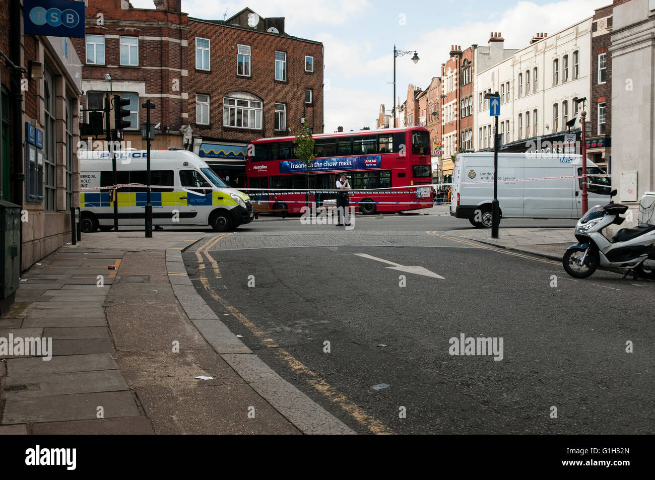 London, UK. 15th May, 2016. A double decker bus from the line 18, crashes into shop in Harlesden High Street. At - Stock Image