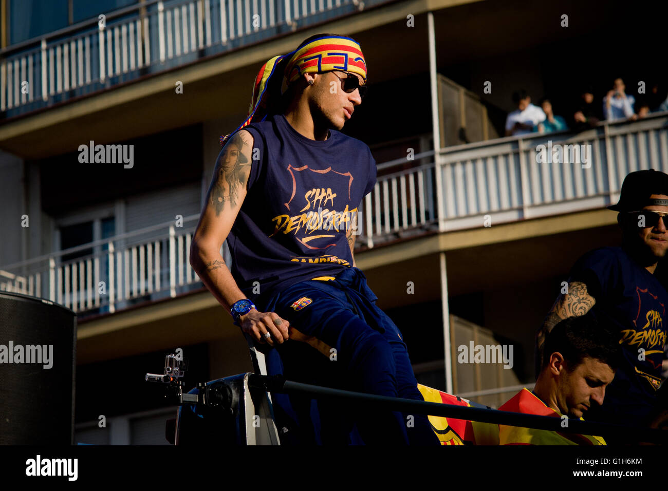 Barcelona, Spain. 15th May, 2016. FC Barcelona player Neymar is seen atop a open bus through the streets of Barcelona. - Stock Image