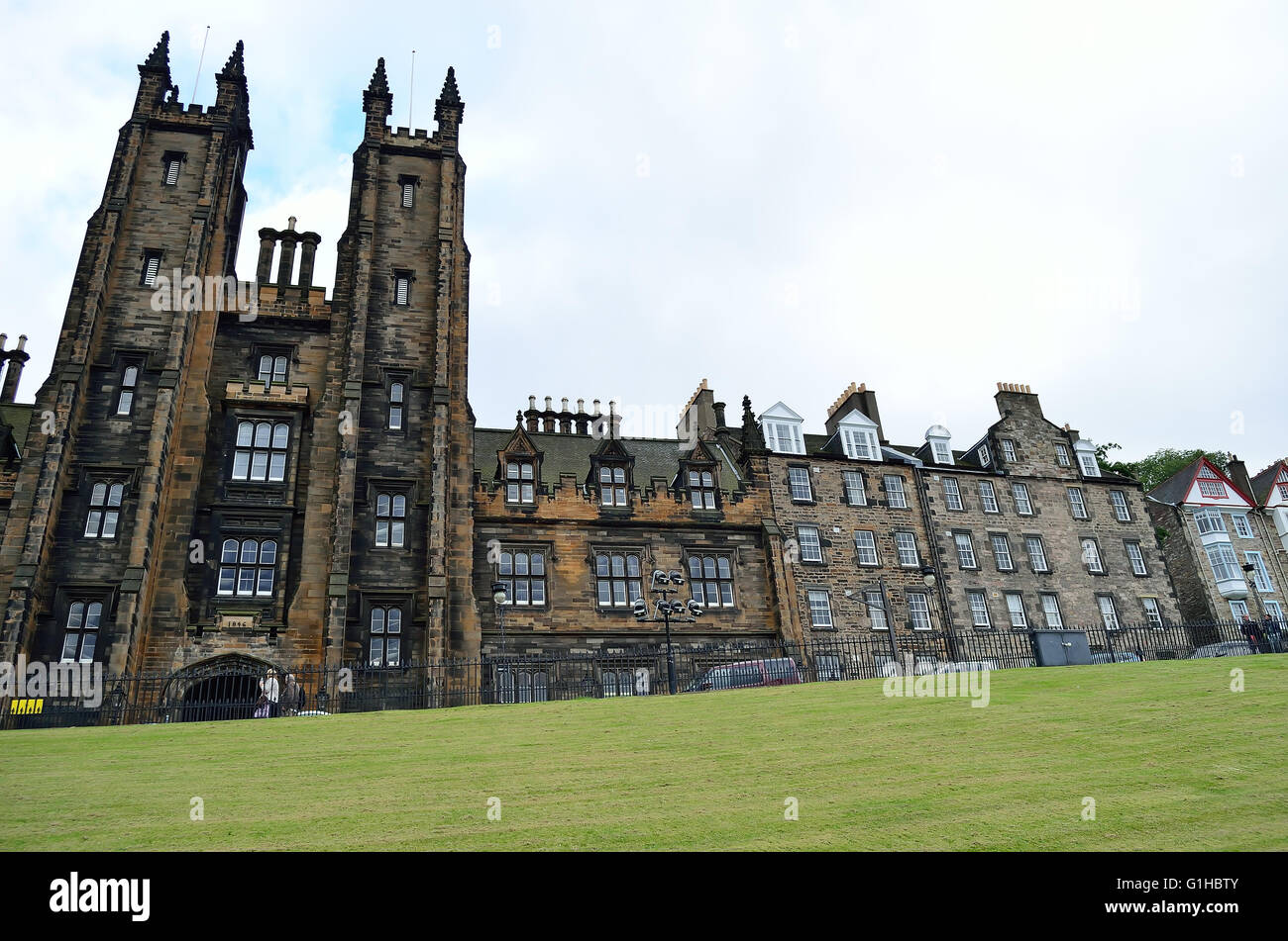 Edinburgh University in front of green lawn - Stock Image