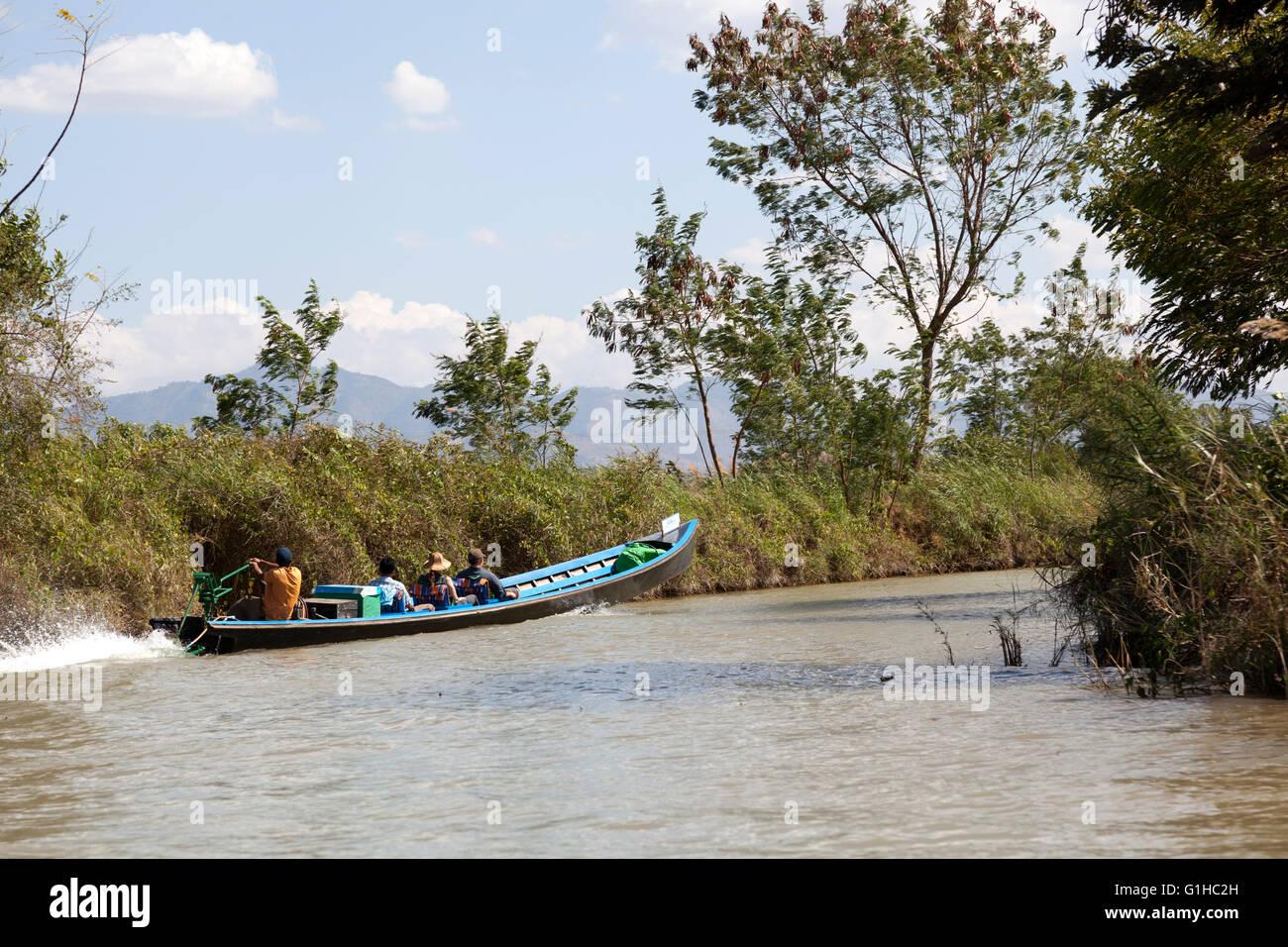 A motorized craft carrying tourists, near Inthein (Myanmar). Embarcation motorisée transportant des touristes, - Stock Image