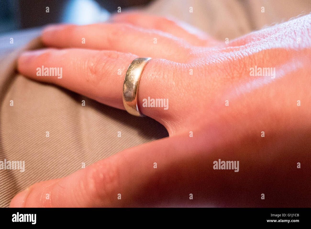 Wedding ring on a man's hand - Stock Image