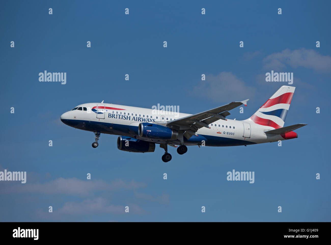 British Airways Airbus Civil Passenger Aircraft A 319-131 Reg (G-EUOC) coming into LHR London Heathrow.  SCO 10,375. Stock Photo