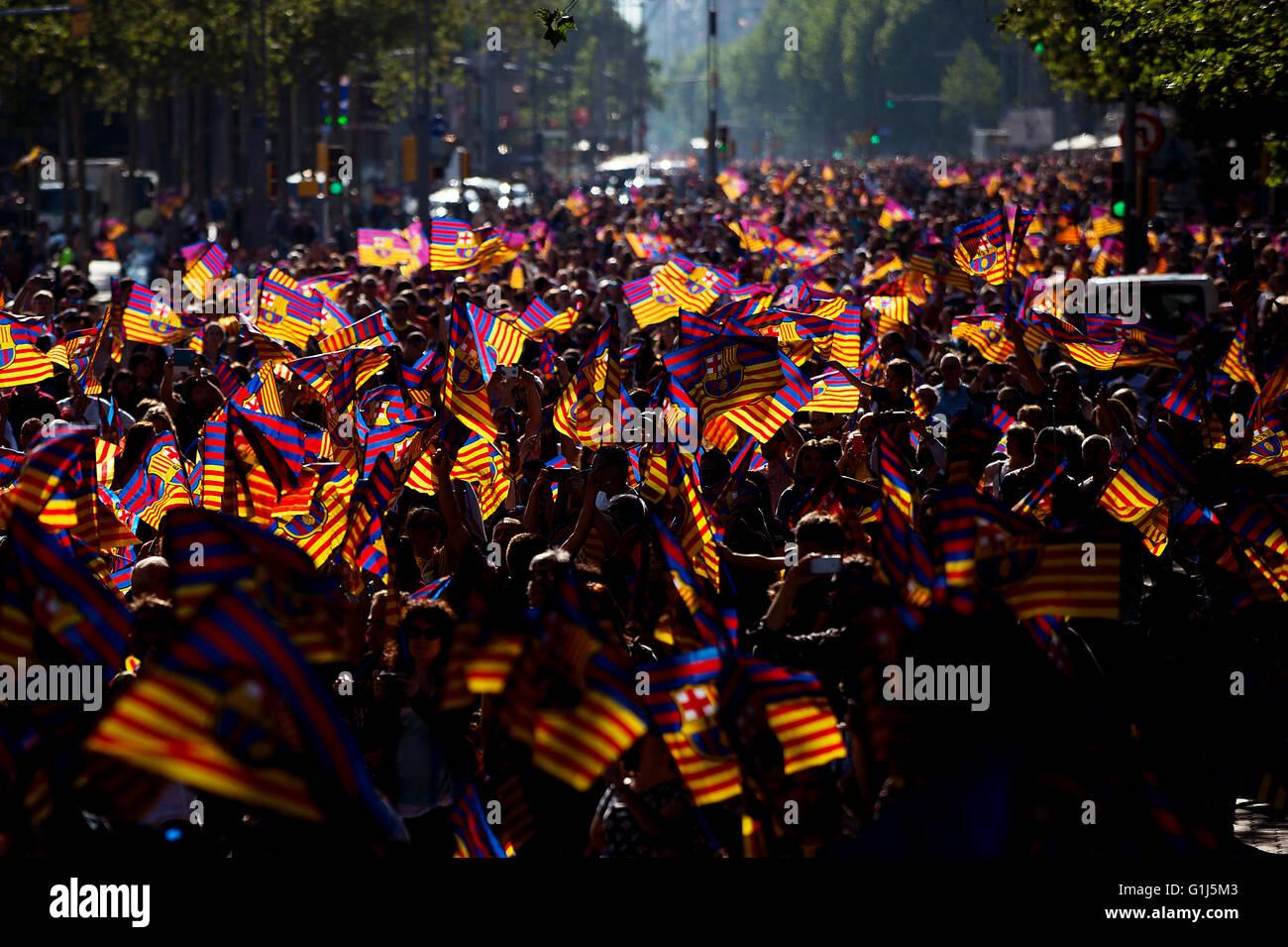 Barcelona, Spain. 15th May, 2016. Fans view FC Barcelona's celebration parade for winning the Spanish La Liga - Stock Image