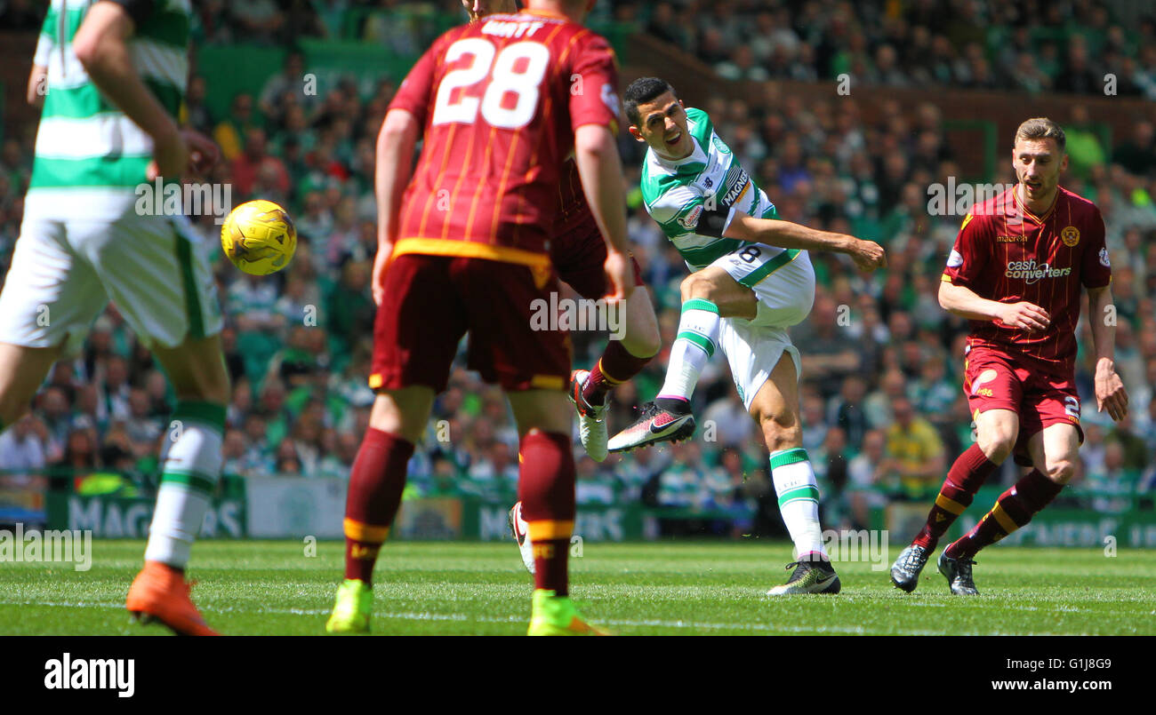 Celtic Park, Glasgow, Scotland. 15th May, 2016. Scottish Premier League. Celtic versus Motherwell. Tom Rogic shoots - Stock Image
