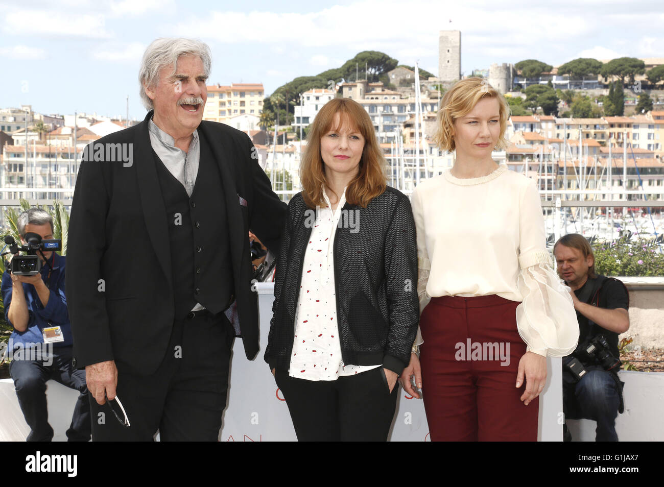 Peter Simonischek, Maren Ade and Sandra Hüller at the 'Toni Erdmann' photocall during the 69th Cannes Film Festival at the Palais des Festivals on May 14, 2016   usage worldwide Stock Photo