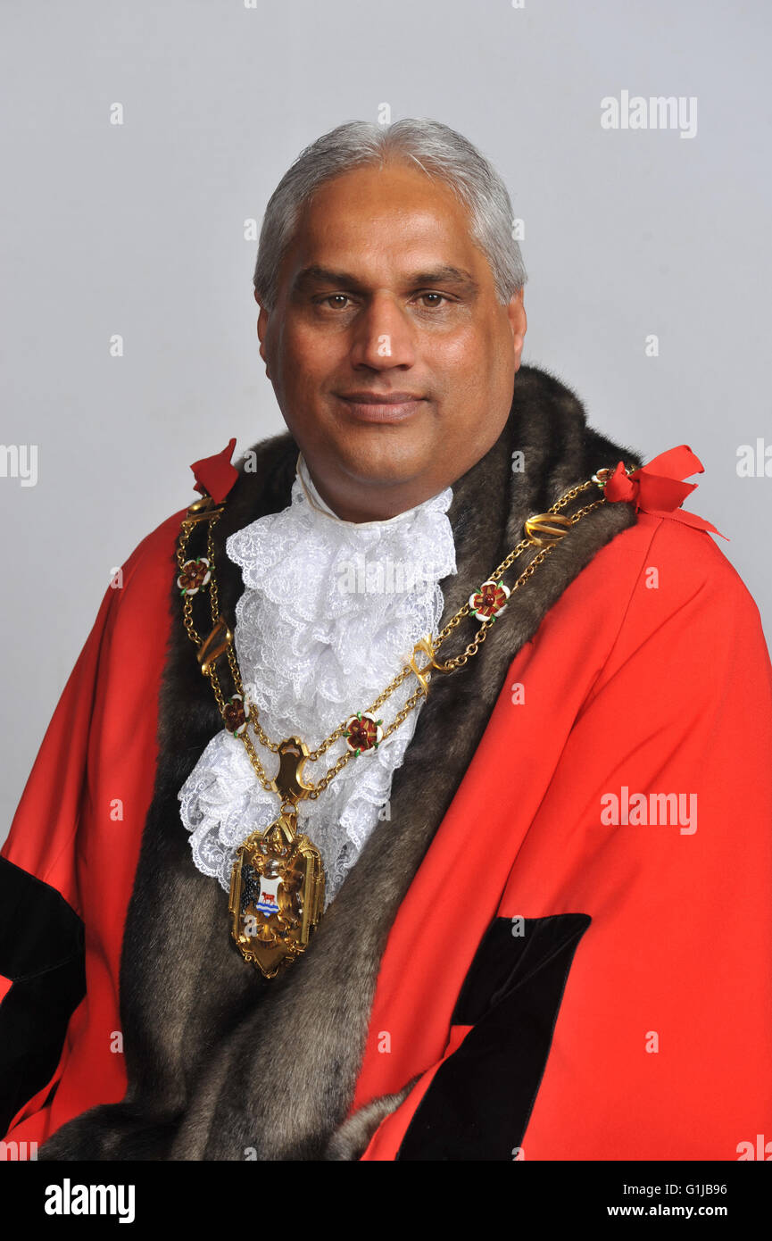 Oxford, UK. 16th May, 2016. Cllr. Mohammed Altaf-Khan Oxford's new Lord Mayor. Oxford . UK Credit:  Denis Kennedy/Alamy - Stock Image
