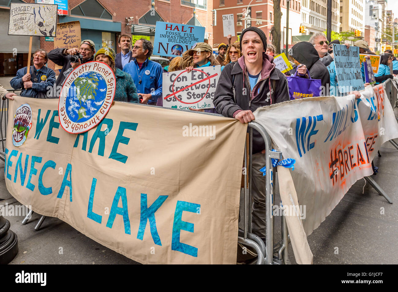 New York, USA. 16th May, 2016. Joined by New York City-based climate and environmental justice advocates, unions, - Stock Image